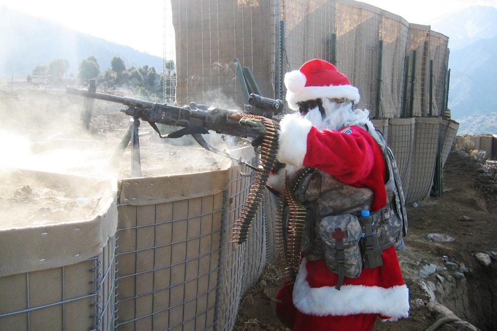 machine-gun-santa-m60