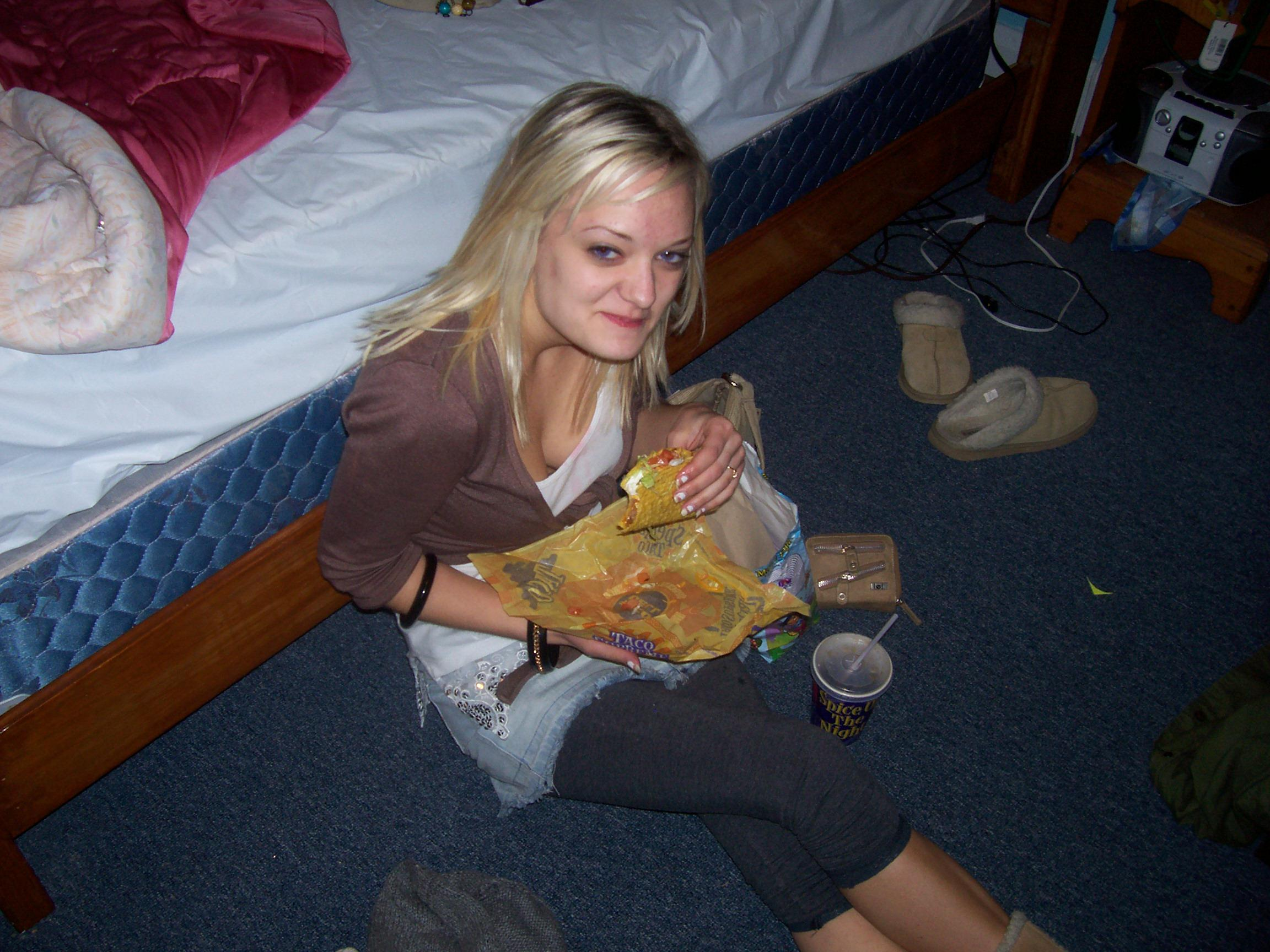 drunk-at-taco-bell-girl