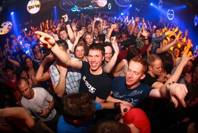 worlds-best-clubs-bars-drunk